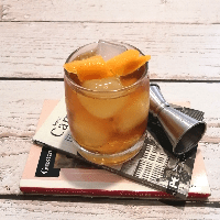 old fashioned trago con whiskey